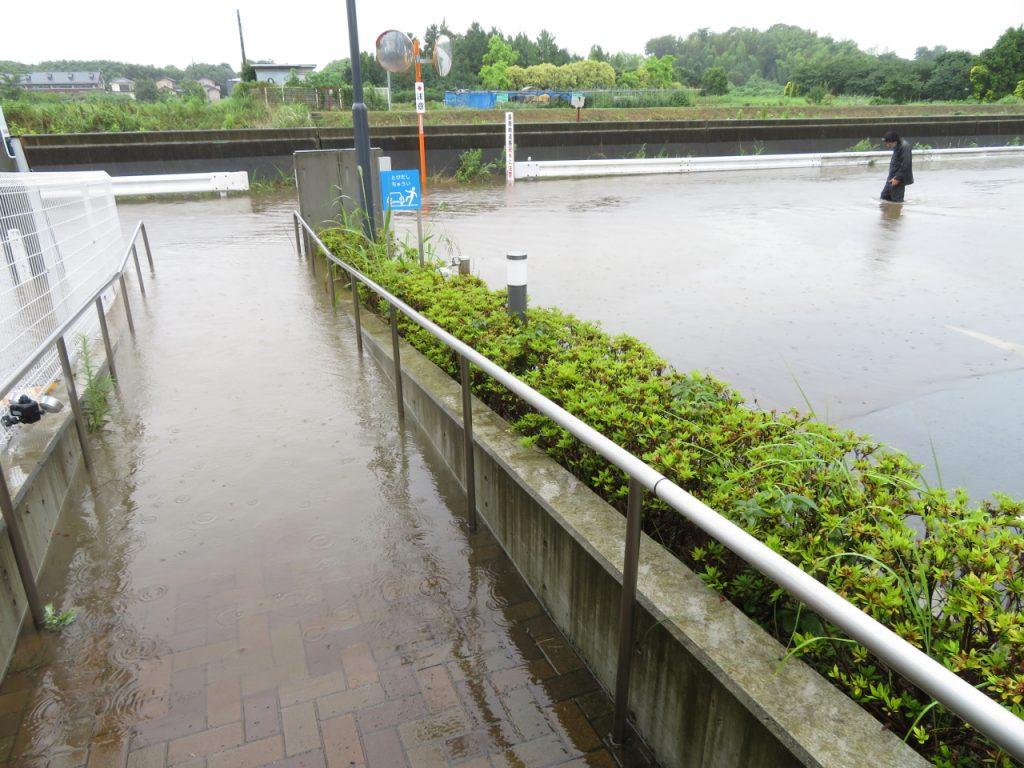 高座クリーンセンター前冠水状況写真